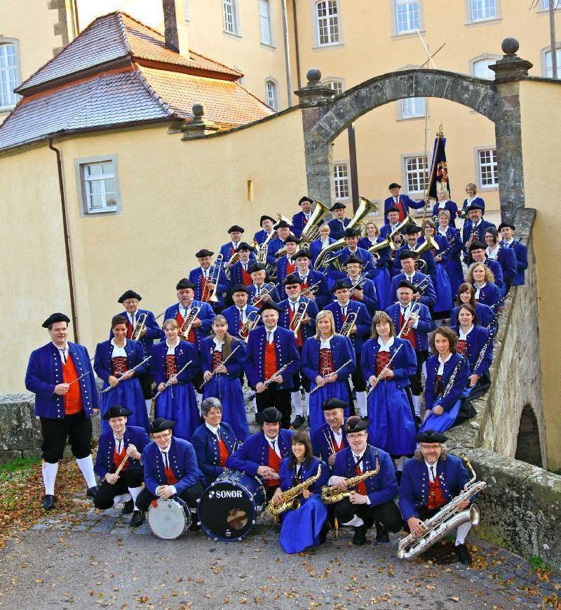 Musikverein Untergröningen vor dem Schloss